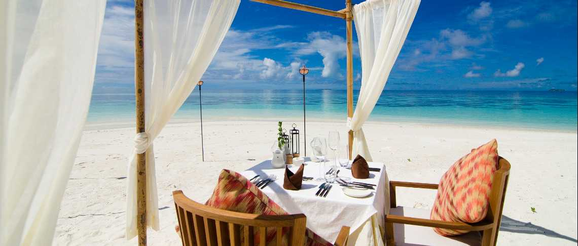 Mirihi Island Resort - Beach Dining